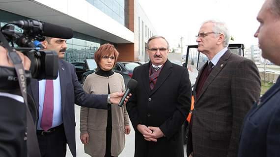 Bursa Valisi Münir Karaloğlu Pilot Taşıt Koltukları Sanayi A.Ş. Fabrikasını ziyaret etti.